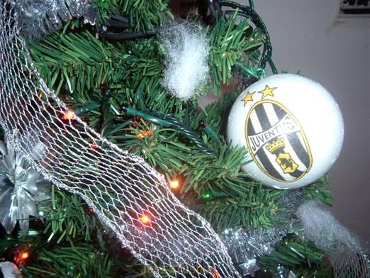 Albero Di Natale Juventus.La Sede Dello Juventus Doc Alex Del Piero Albero Di Natale Allo Juventus Doc Immagine Della Sede Del Club